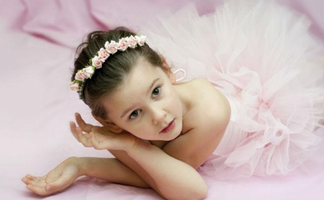 Радость наряжать маленькую девочку.